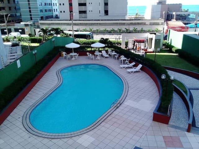 Apt 2 quartos, mobiliado, prox a Beira Mar