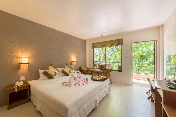 Deluxe Room with breakfast @The Viridian Resort