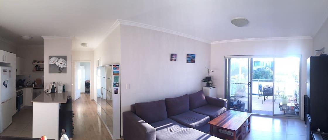 Sunny & spacious apartment - 2mn Narrabeen beach