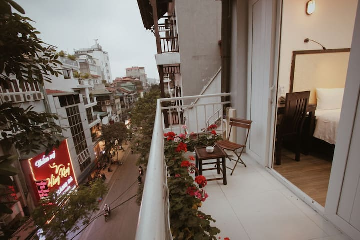 ERusta, Double or Twin, street-view Balcony, 24/7 staff, tour discounts, Train street & Night market nearby, Hanoi Old Quarter - managed by Hostesk