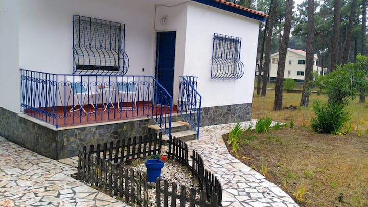 House with one bedroom in Arieiro, with enclosed garden and WiFi - 2 km from the beach
