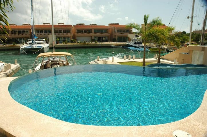 BEAUTIFUL VILLA IN PUERTO AVENTURAS WITH POOL! - Solidaridad - Appartement