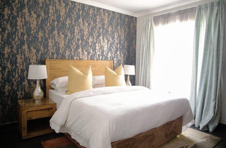 3 Luxury Suites - Apartments