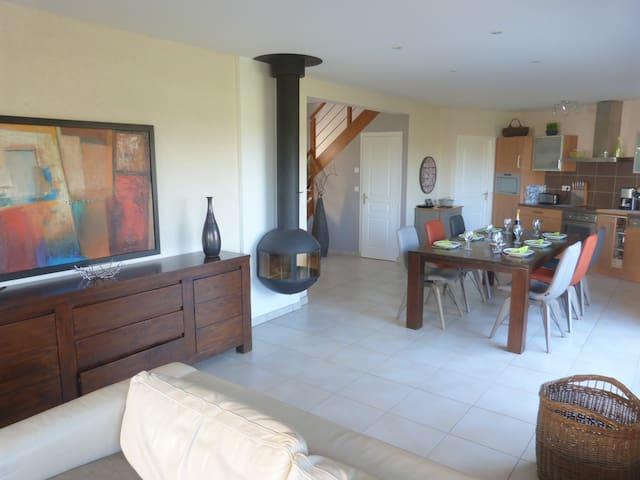 Nuova casa 4 camere da letto vici case in affitto a for Case kit 4 camere da letto