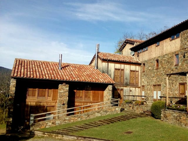 Mountain Cottage with spectacular views, Pyrenees