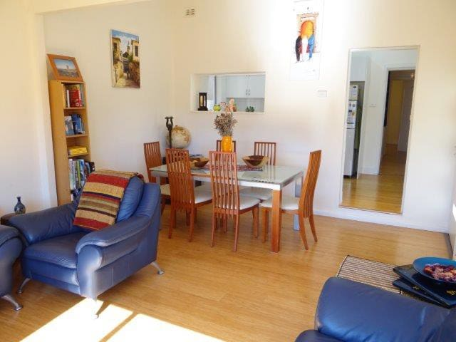 Large room in House with Garden 4 mins from Beach