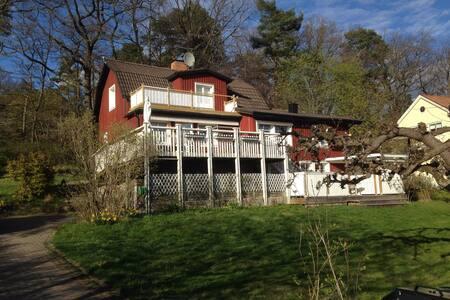 Separat lägenhet i hus i Bromma - Stockholm