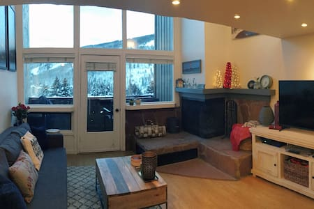 VAIL - EXPANSIVE SLOPE VIEW - CONDO - Vail