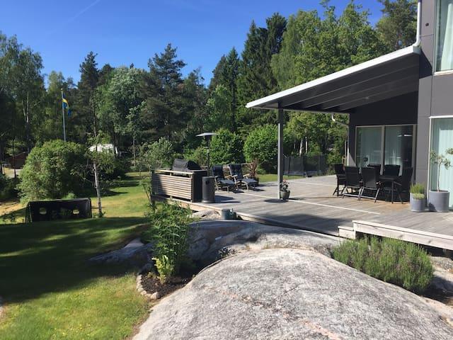 Modern house in archipelago - Svinninge - House