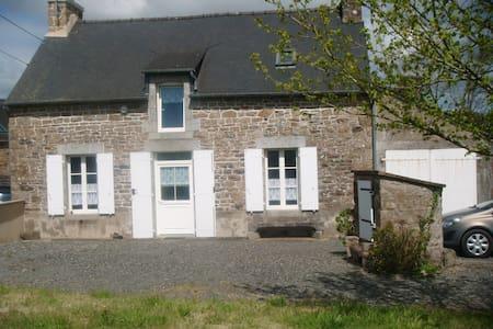 maison de campagne accueillante - Saint-Brandan - Rumah