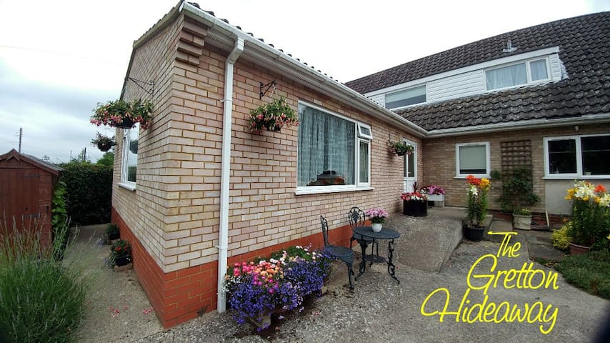 The Gretton Hideaway - Leisure or Business Ready