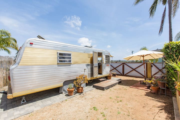 Cozy, Retro Travel Trailer Close to Beach & Views