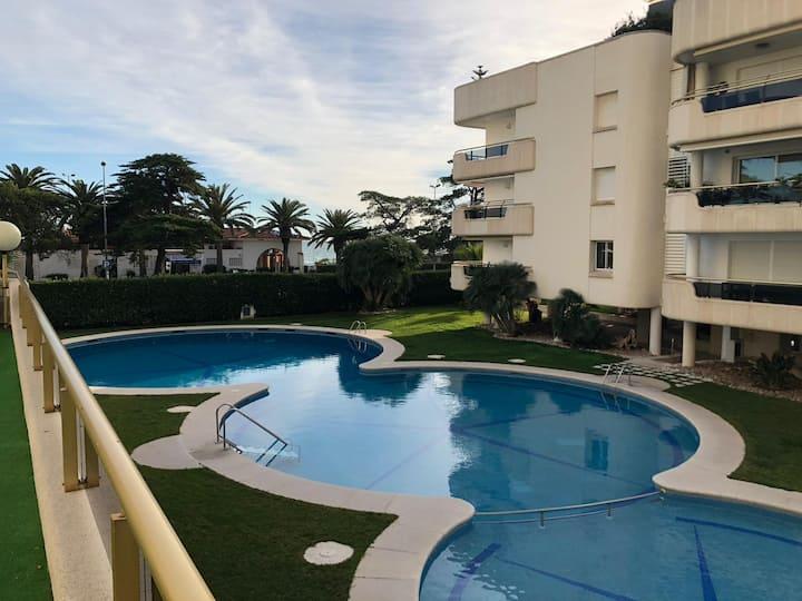 Apartamento con Párquing, piscinas...