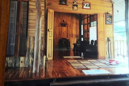 Ban Nawanukul, Authentic Thai house in Chumphon
