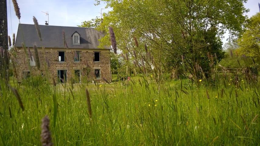 Charmante maison dans cadre bucolique - Saint-Denis-le-Vêtu - Casa