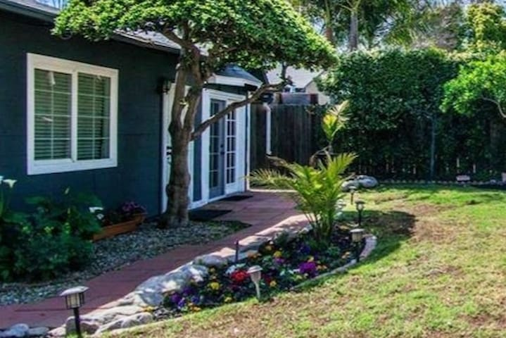 Hollywood Studio City Garden Guest House