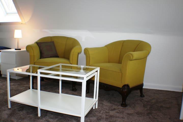 helle Dachgeschosswohnung*free WIFI - Rellingen - Apartment