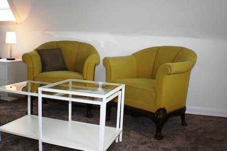 helle Dachgeschosswohnung*free WIFI - Rellingen - Apartament