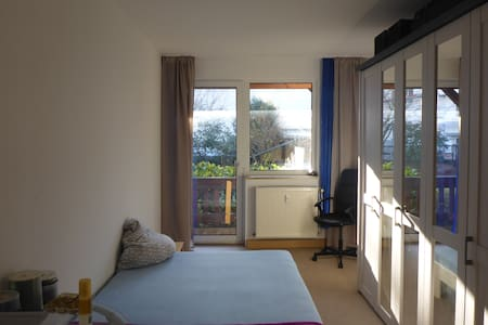 Privat room near train station & city centre - Kassel - Lägenhet
