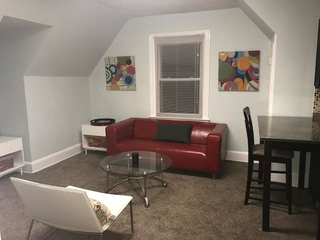 DOWNTOWN SILVER SPRING 1 BEDROOM UNIT