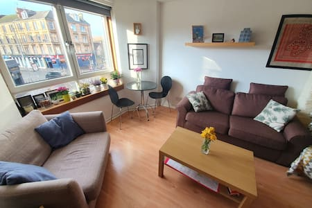 Modern flat, close to Subway, SEC, West End, shops