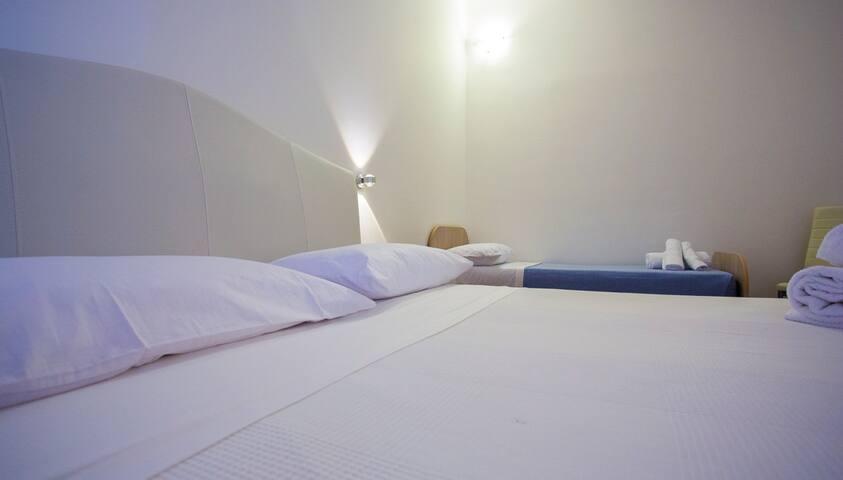 Casa dei Carrubi - Camera Tripla - Provincia di Siracusa - 家庭式旅館