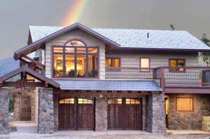 Cozy Mountain Retreat - The Aspen Suite