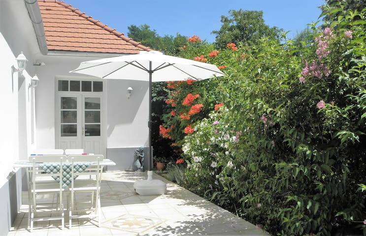 Romantische witte villa met zwembad - Zalaköveskút