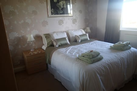 Double Room with private bathroom  for guests - Maison
