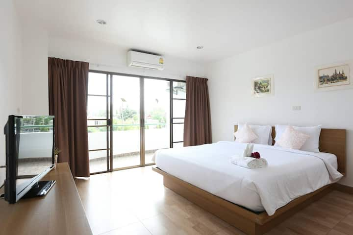 One Bedroom&Living room, 5min walk to Patong beach
