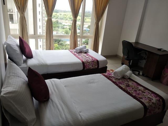 Gangotri - Pvt Room in a 4BHK Serviced Apt-Kharadi