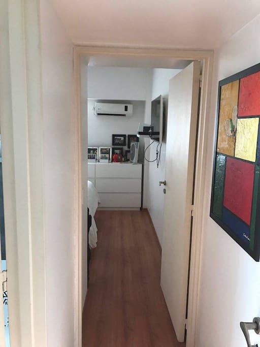 pasillo del living al cuarto