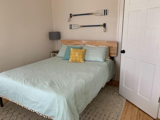 Front Bedroom, Queen sized bed