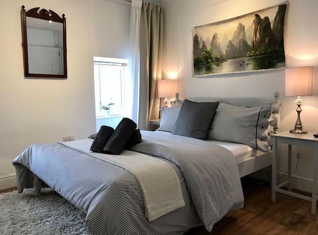 Centre of Newport - comfy bedroom sleeps two