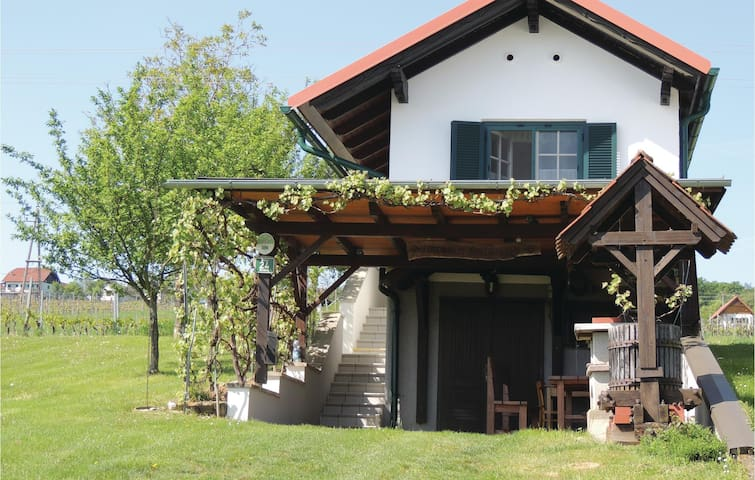 Holiday cottage with 1 bedroom on 32m² in Eberau