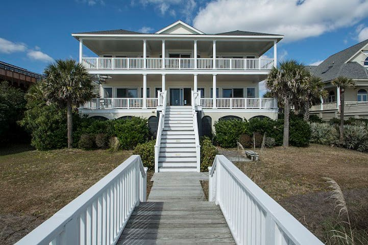 Charming Oceanfront Oasis with Access to Amenities