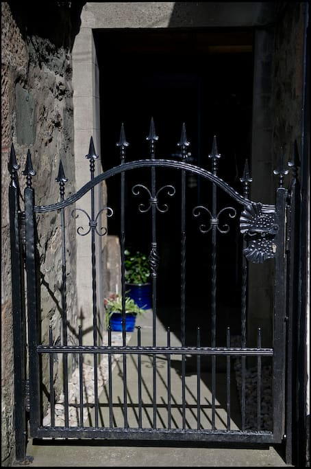 Entrance is via Kintyre Street - look out for the unique wrought iron gate.