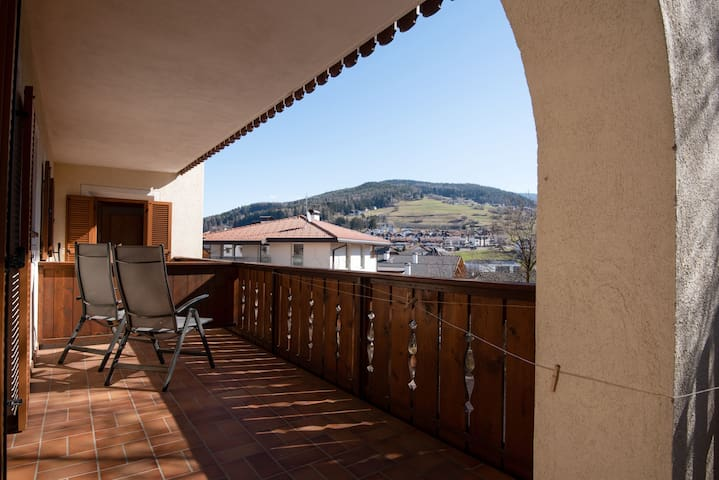 """Comfortable Apartment 3 """"Zur Sonne"""" with Mountain View & Garden; Parking Available, Pets Allowed"""