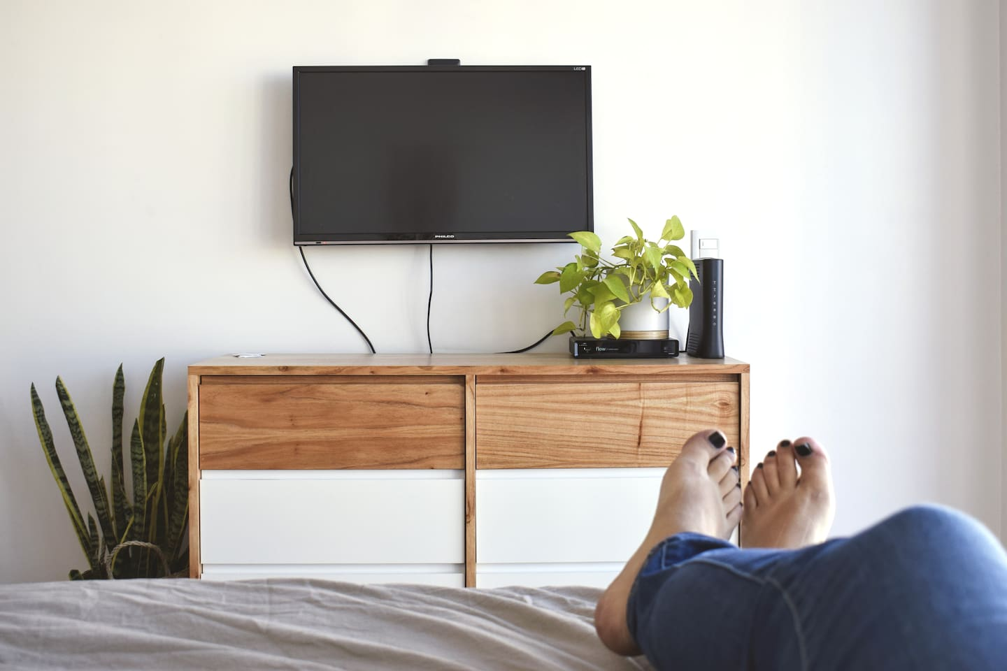 Flat screen TV with cable and Netflix