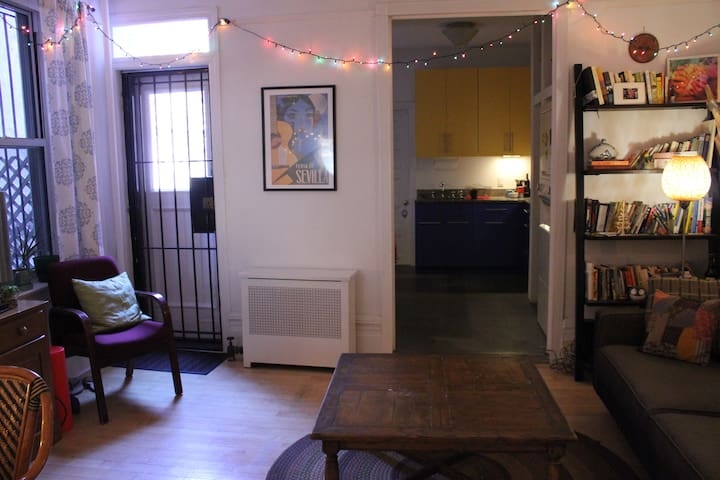 Cozy Groundfloor Apartment w/Garden - Brooklyn - Lägenhet