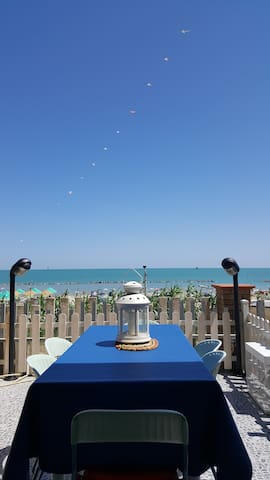 King Apartment directly on the beach - torino di sangro - Huoneisto