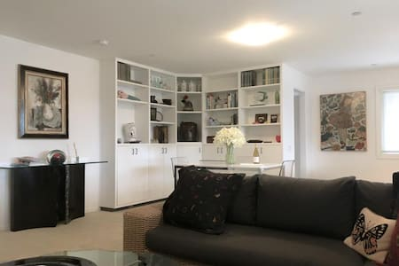 Lovely, Spacious, Contemporary Sausalito Apartment - 索薩利托