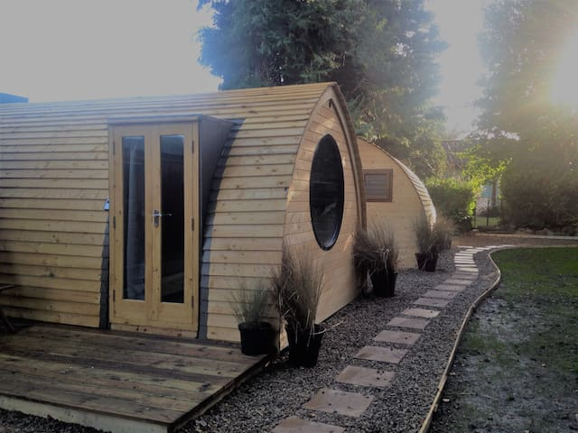 Cosy Lodge 2, Central Location (sleep up to three) - Churchtown - Natuur/eco-lodge