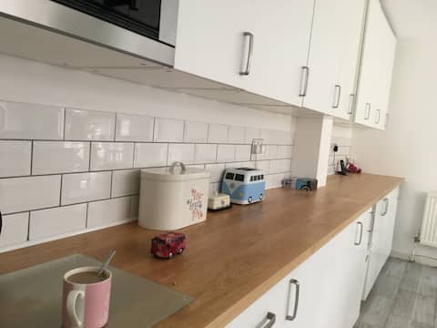 Double room, private bathroom in Large Town House