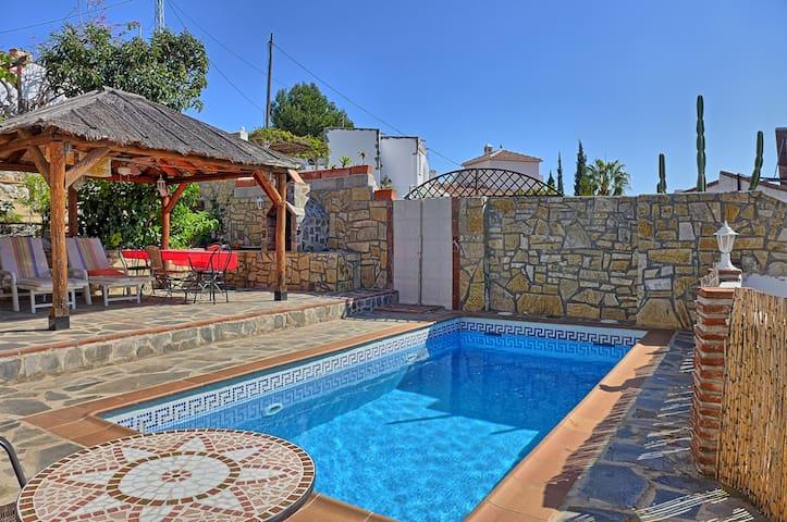 Casa el Algarrobal, con piscina