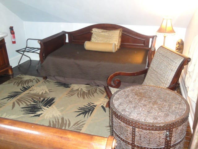 British Colonial Room - Chicago - Bed & Breakfast