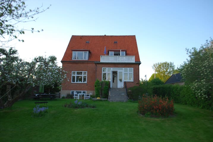 Large House next to Queens Castle - Fredensborg - Rumah