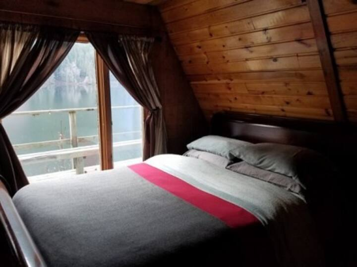 Chilkat Lake Cabin-Transportation & Meals Included