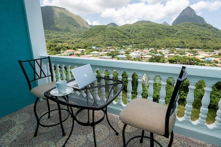 Sapphire Apartment 3. NEW! Close to EVERYTHING! - Soufriere