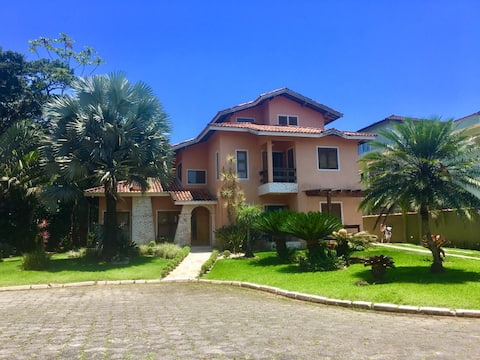 Beautiful Beach House, 4 Suites with Pool